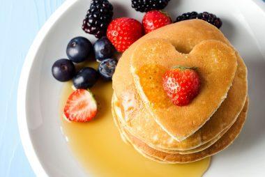 05-Valentine's-Day-Date-Ideas-That-Don't-Require-A-Babysitter-breakfast