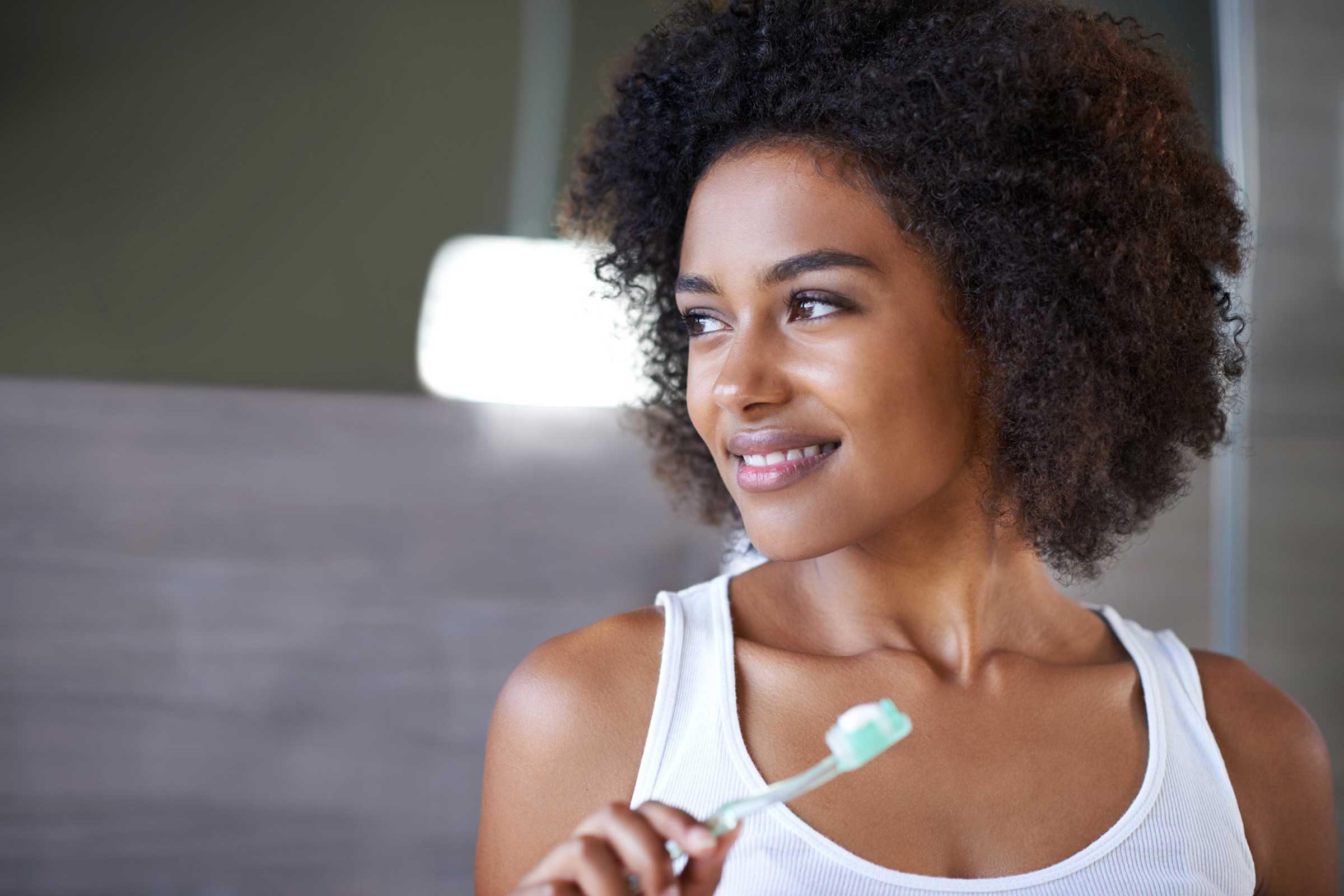 4 truques simples de clareamento dental para dentes sensíveis