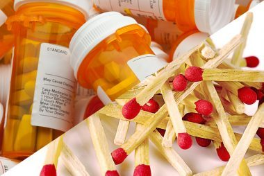 02-matches-ways-to-reuse-or-recycle-a-pill-bottle