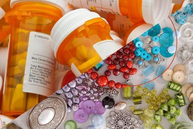 07-craft-ways-to-reuse-or-recycle-a-pill-bottle
