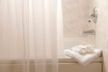 07_showercurtain_little_things_you_