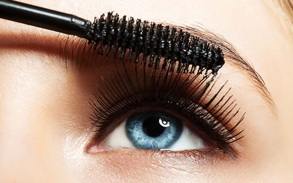 This is the Best Drugstore Mascara, Say Makeup Artists | Reader's Digest