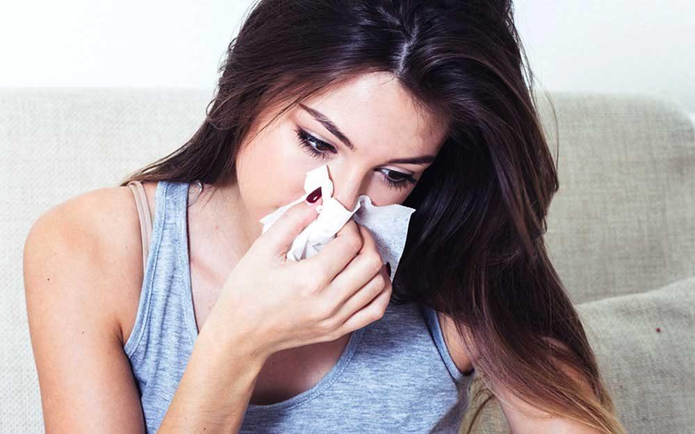 No clássico de alergia, um anticorpo chamado IgE é produzida, causando a emissão de uma substância química, histamina, o que normalmente leva a um rápido, reações graves, como edema de mucosa.