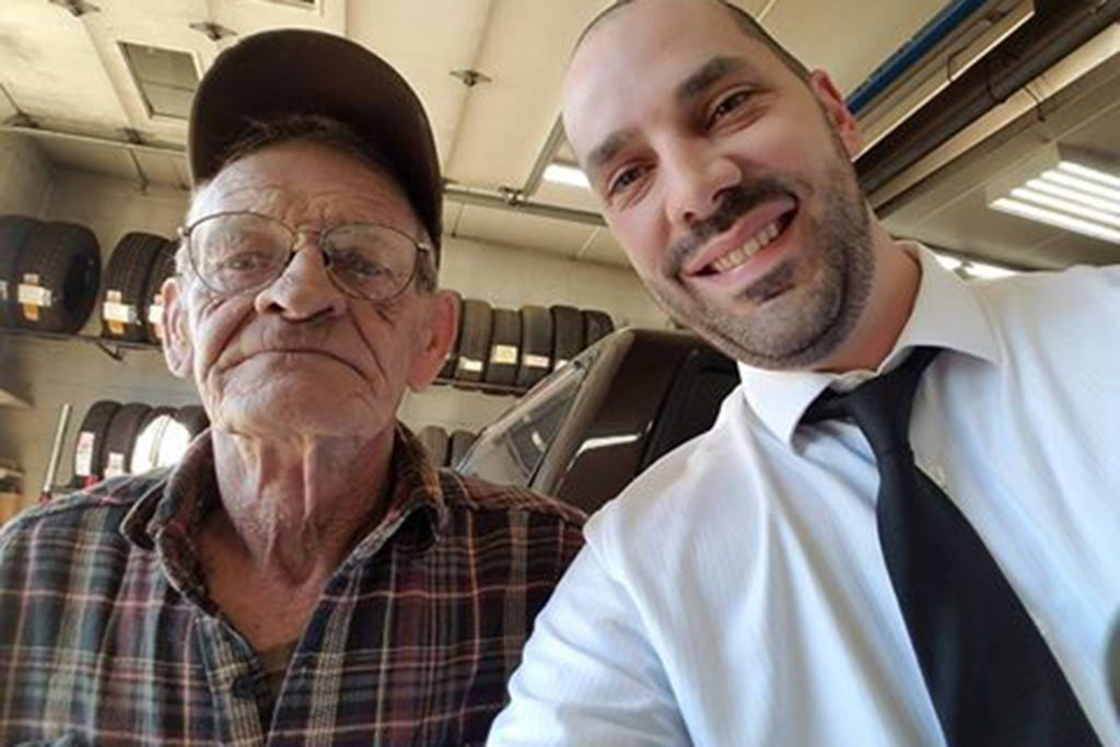 02-This-Man-Lent-His-Car-to-a-Stranger-He'd-Met-10-Minutes-Before