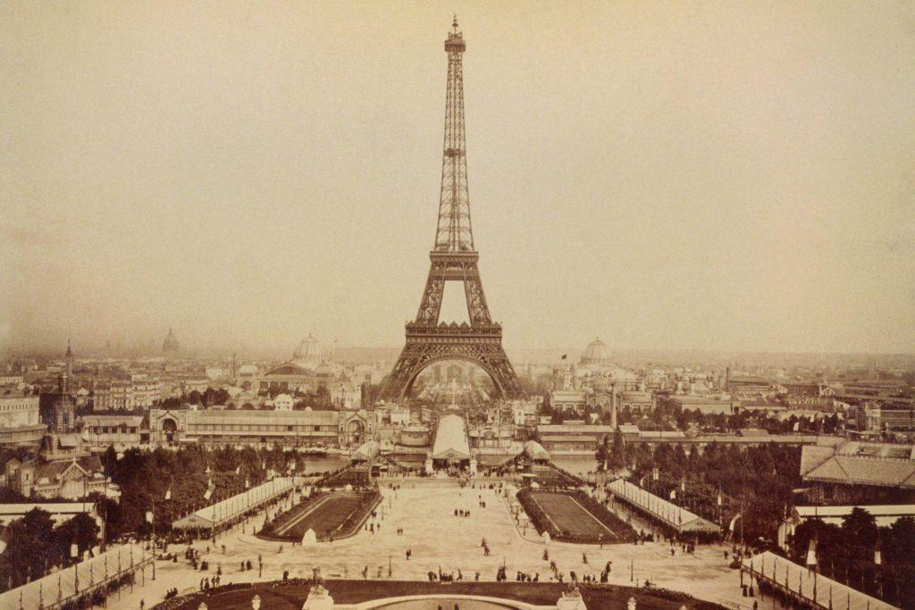 03_Eiffel_shutterstock_242818009