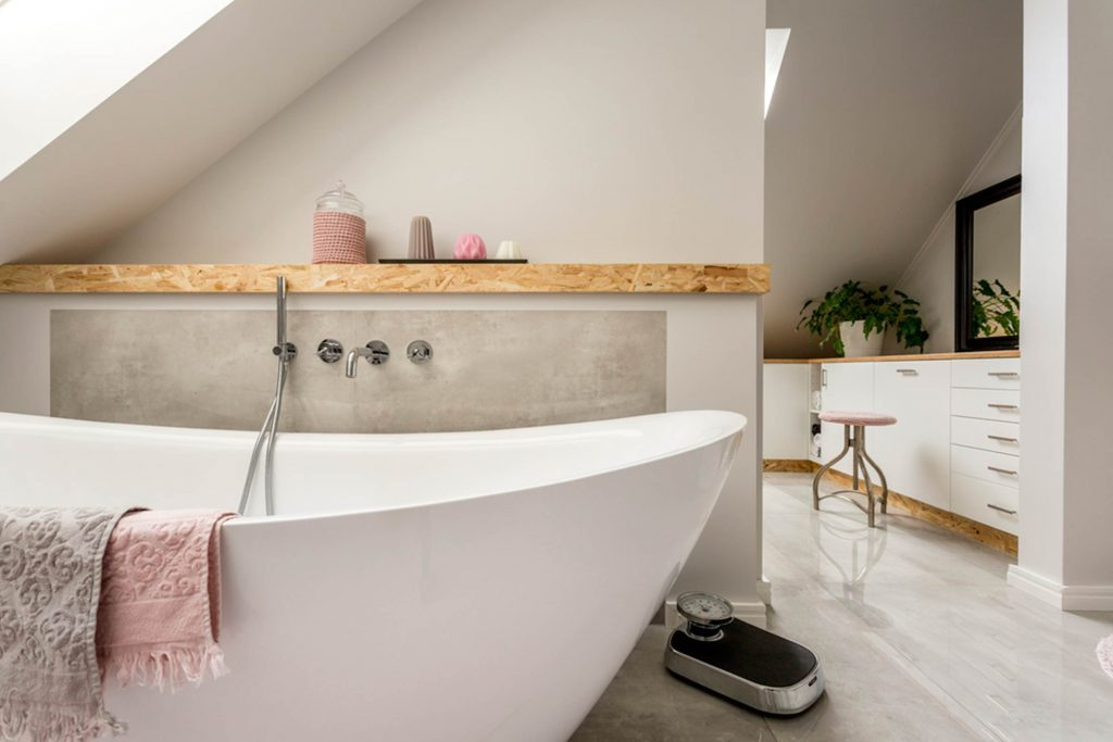 How To Make A Small Bathroom Look Bigger Reader 39 S Digest