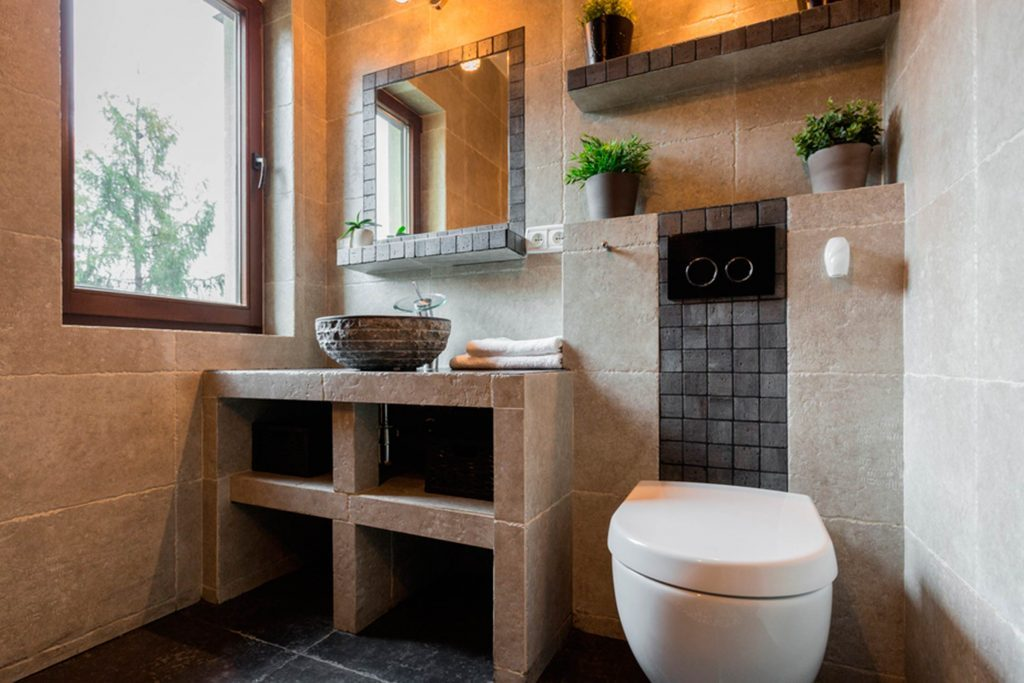 How to make a small bathroom look bigger reader 39 s digest for Small bathroom looks