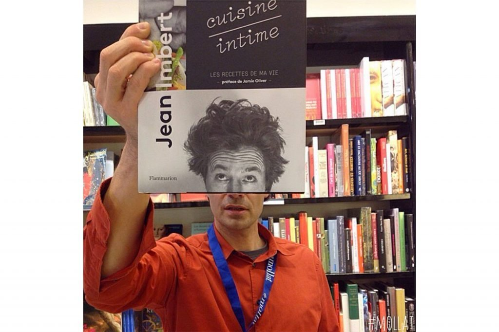 09-Here's-What-Happens-When-Bookstore-Employees-Get-Bored