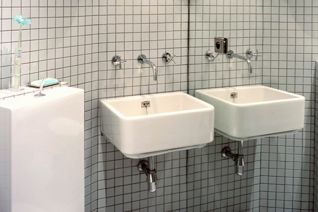 How To Make A Small Bathroom Look Bigger Reader S Digest