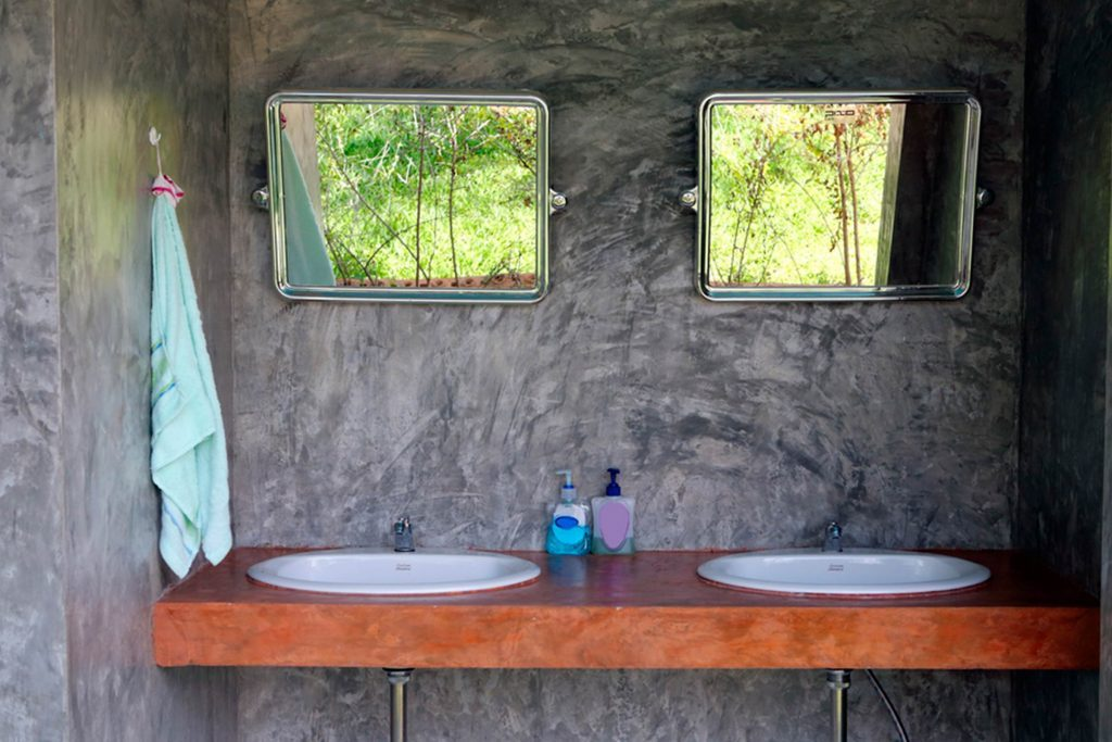 Bathroom Painting Design Ideas To Look Bigger ~ How to make a small bathroom look bigger reader s digest