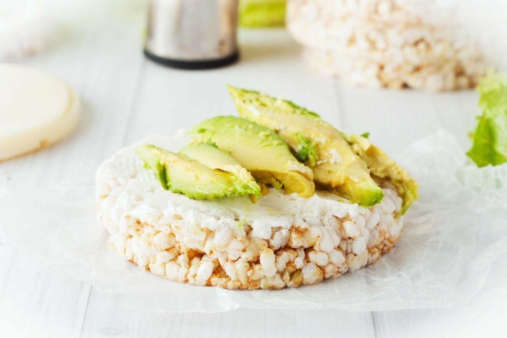 avocado-rice-cakes-