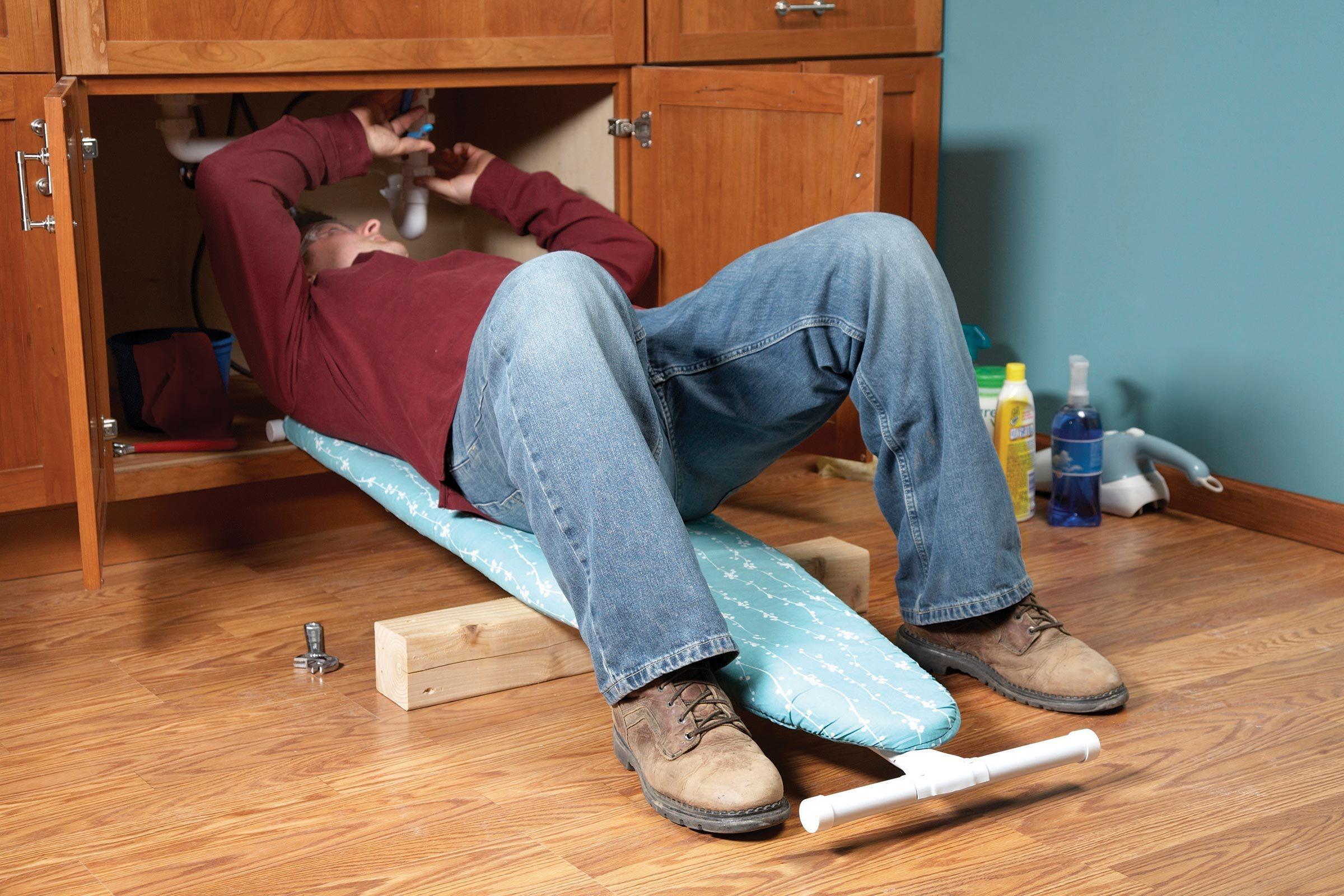 Utiliser une planche à repasser comme soutien dorsal