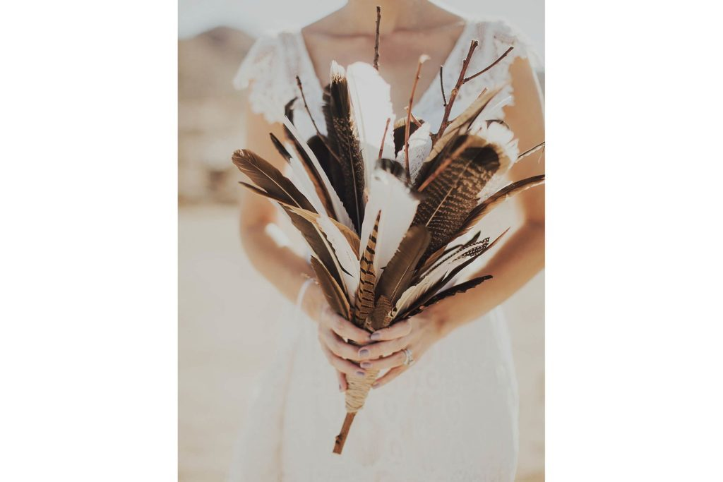 02-feather-Wedding-Bouquets-that-Don't-Need-Flowers-to-Be-Gorgeous