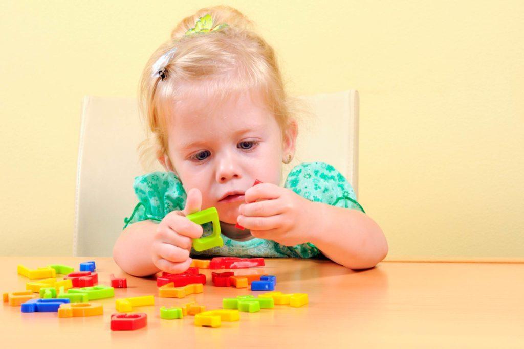 04-words-brilliant-ways-babies-smarter-81477070-Yuriy-Chertok