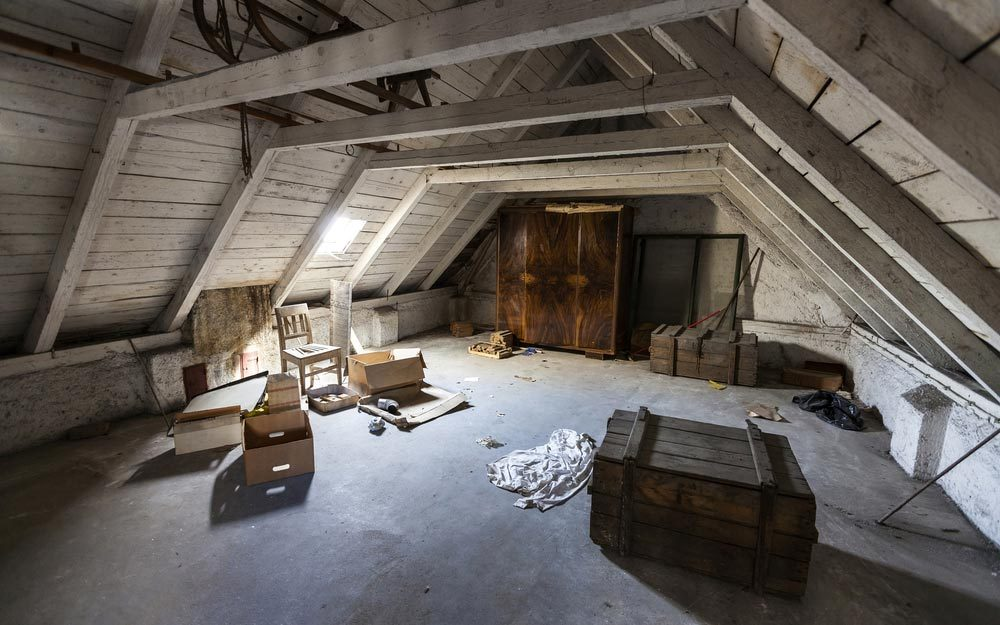 valuable antiques items in your attic worth money