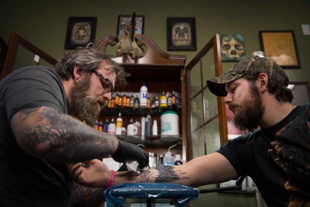June-2017-Heroes-tattoo-artist-covering-dark-past-Linda-DavidsonThe-Washington-PostGetty-Images