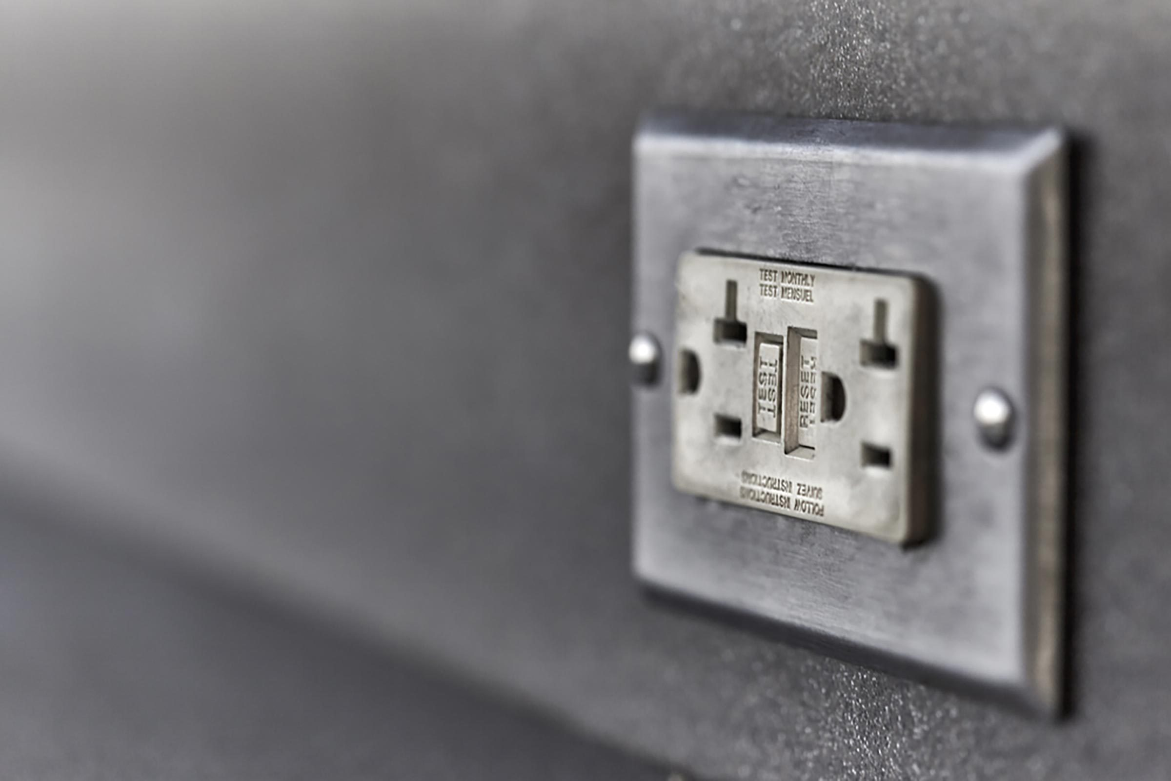 Maison: Réinitialisez le disjoncteur de votre prise de courant