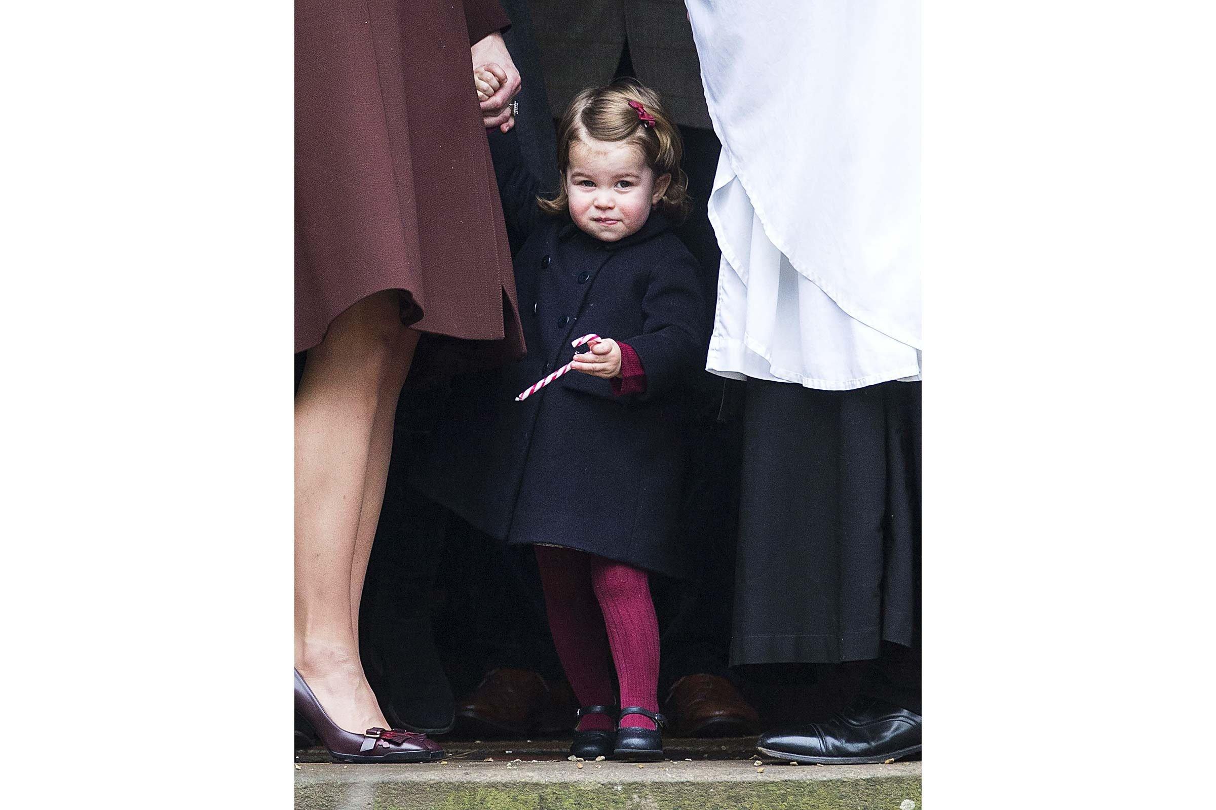 Une canne en sucre qui a rendu les mains de la Princesse Charlotte un peu collantes