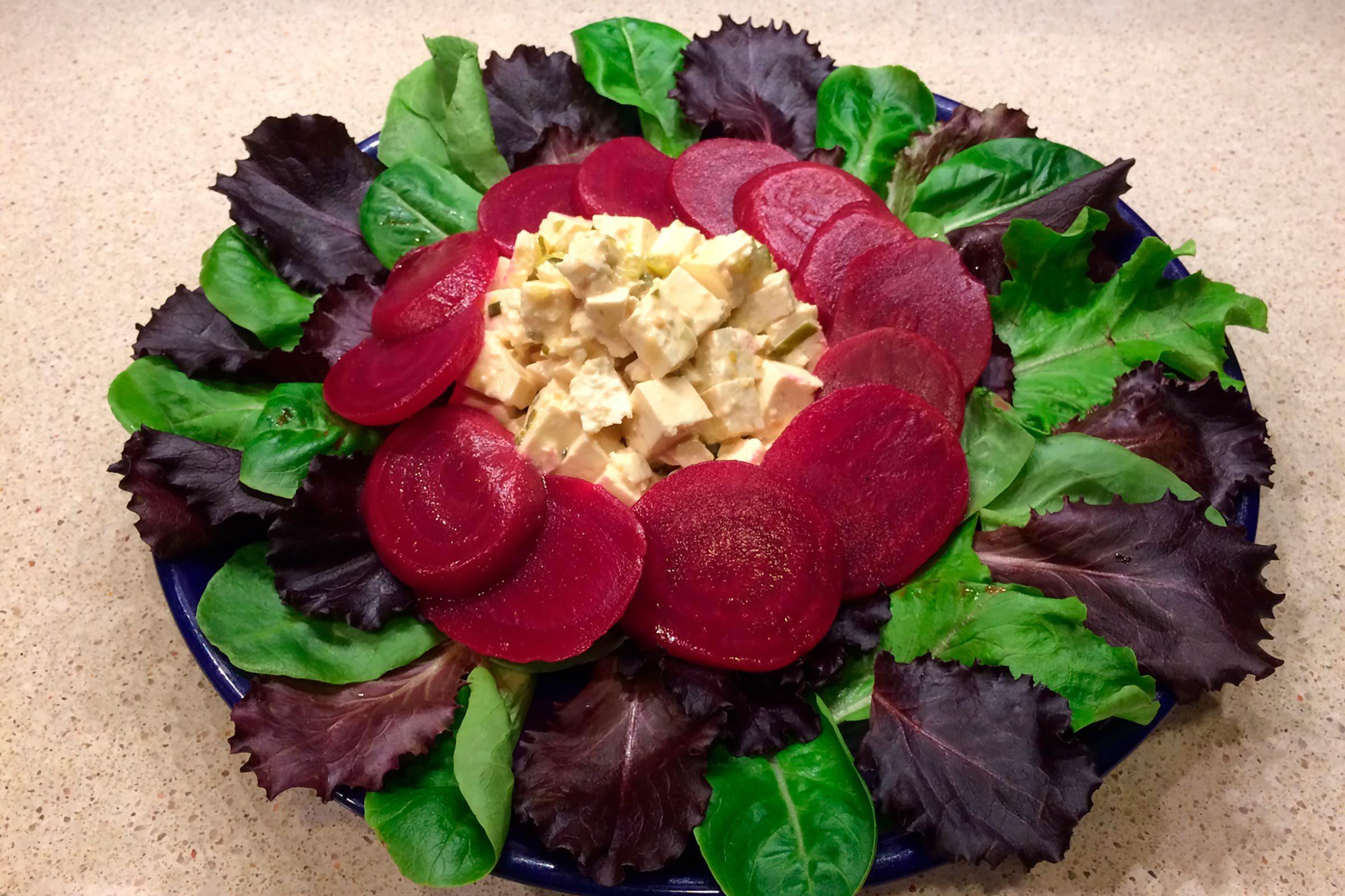 Idée de lunch santé: Salade aux «œufs» de tofu