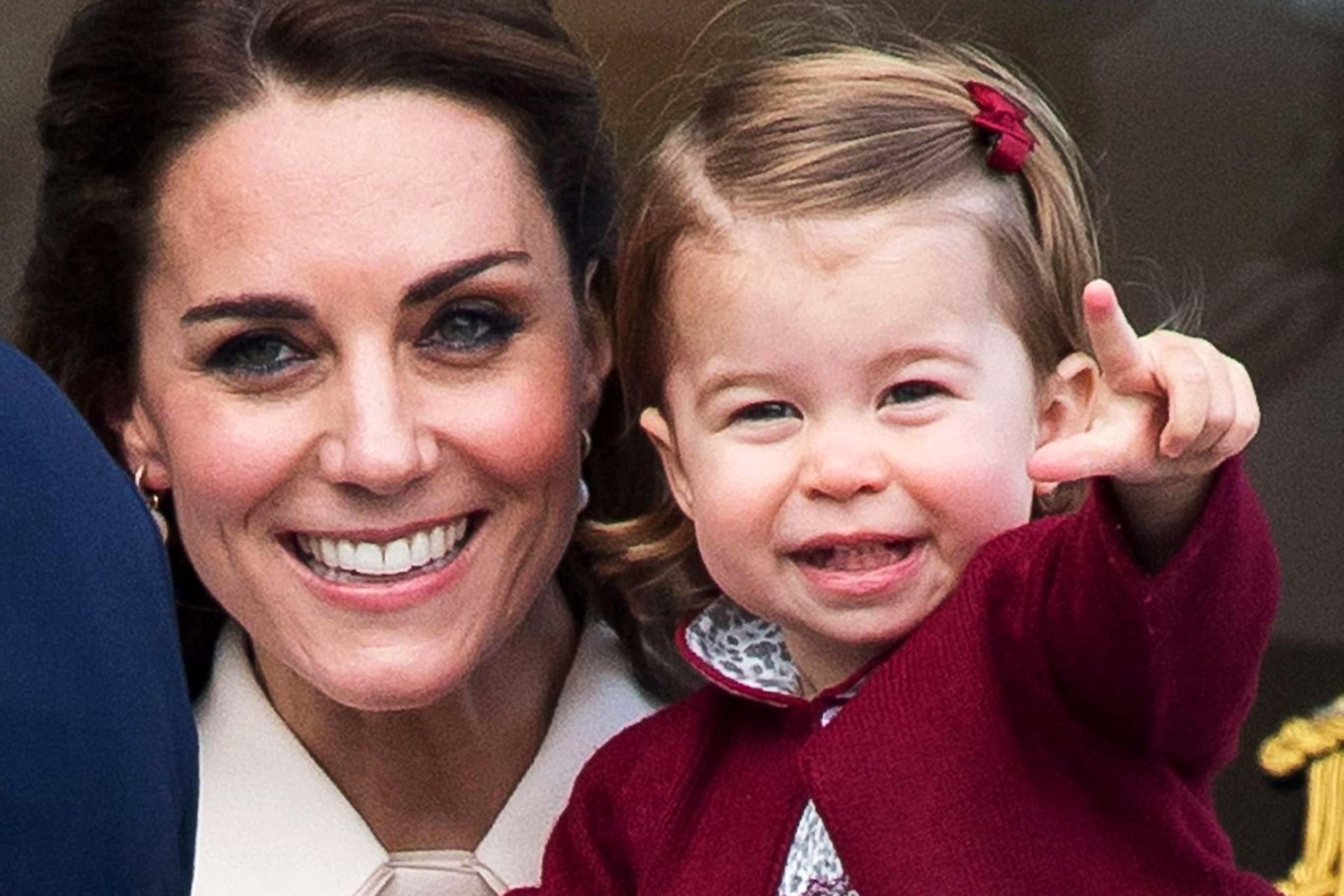 La Princesse Charlotte aime la caméra