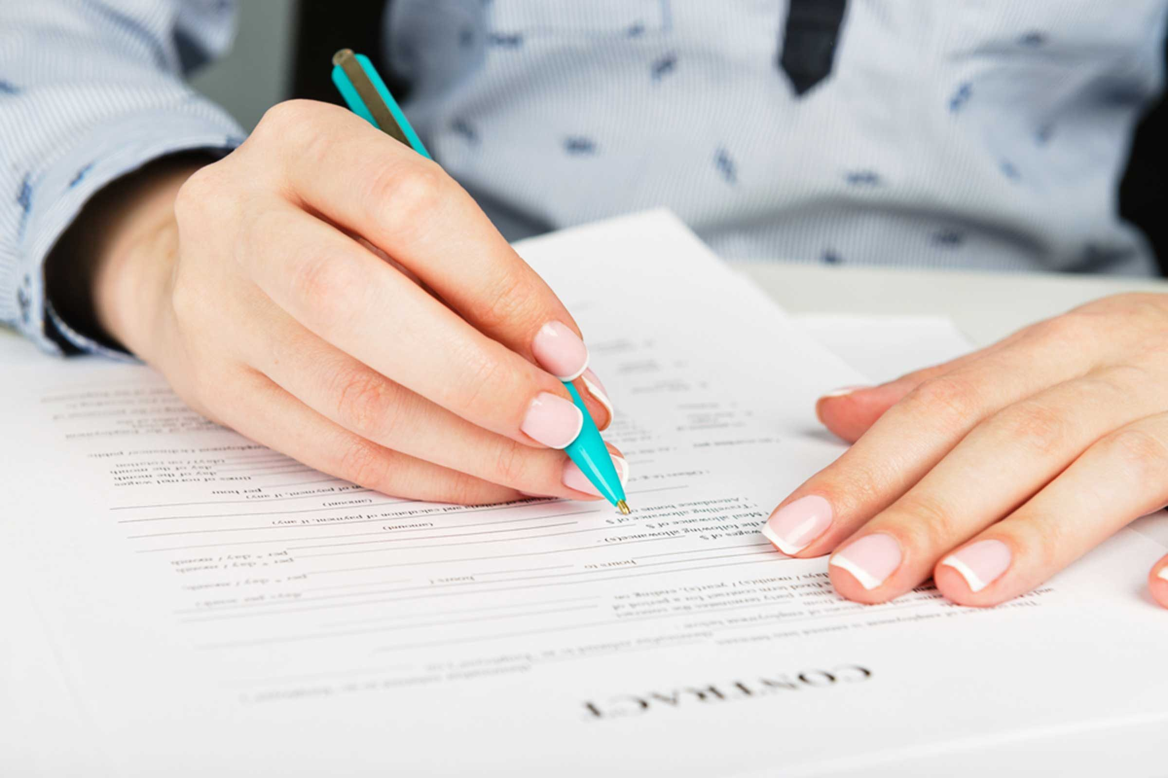 Courtier immobilier: Lisez toujours avant de signer un contrat