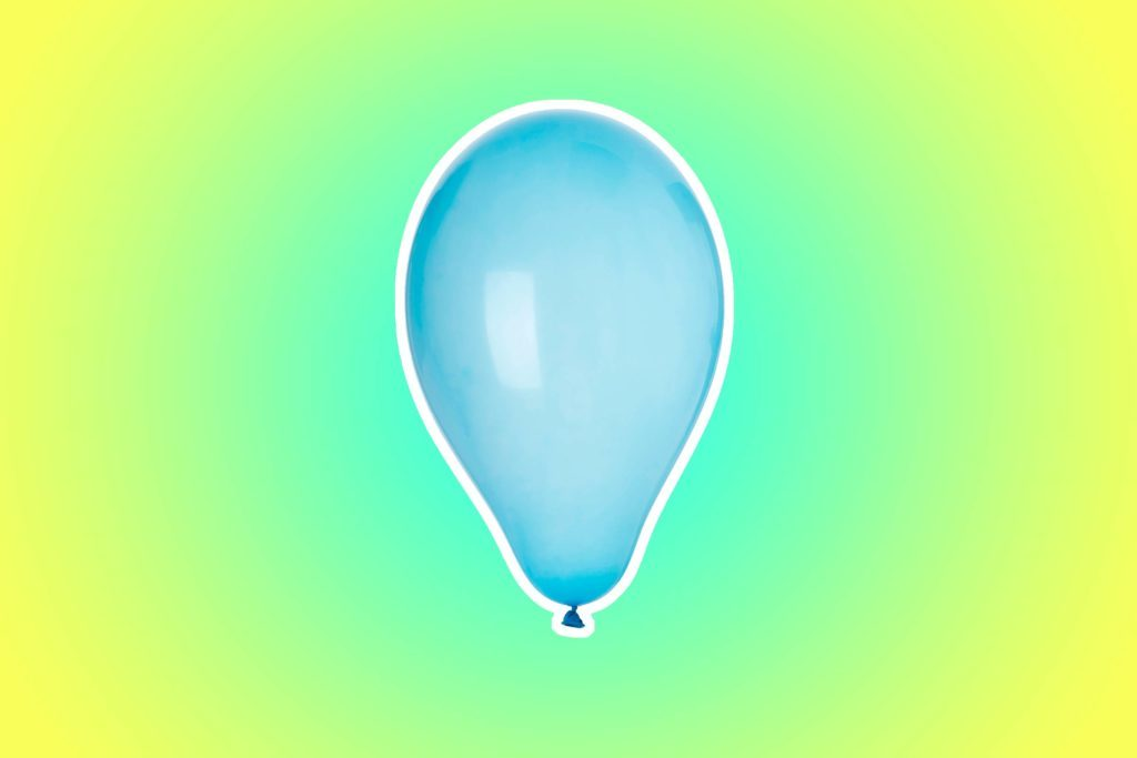 08-balloon-Mom-Bloggers-Share-the-18-Items-That-Have-Saved-the-Day-While-Traveling-with-Kids-77329435-Luis-Santos