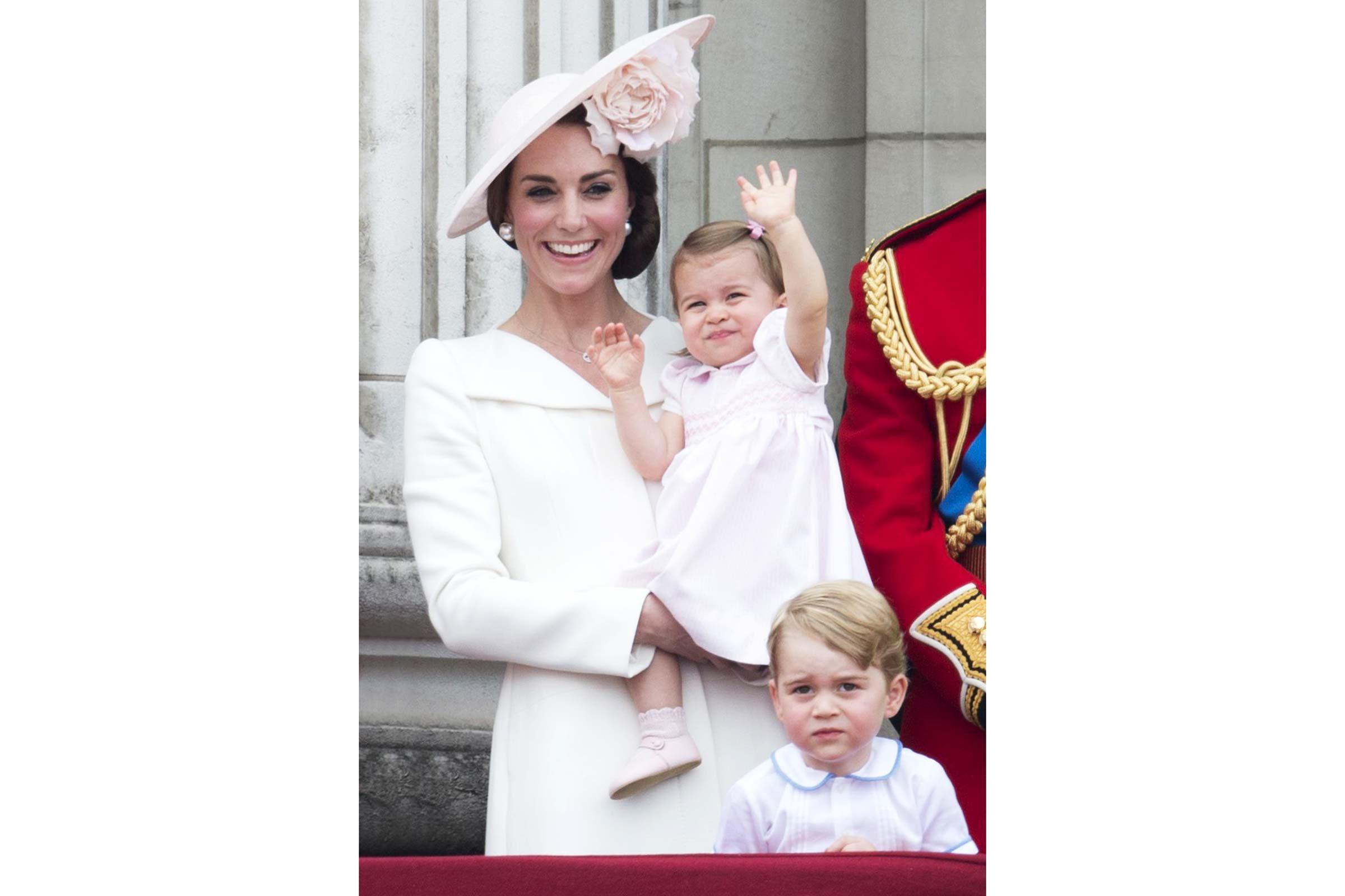 Dès son tout jeune âge, la Princesse Charlotte s'est prêtée aux présentations devant les photographes