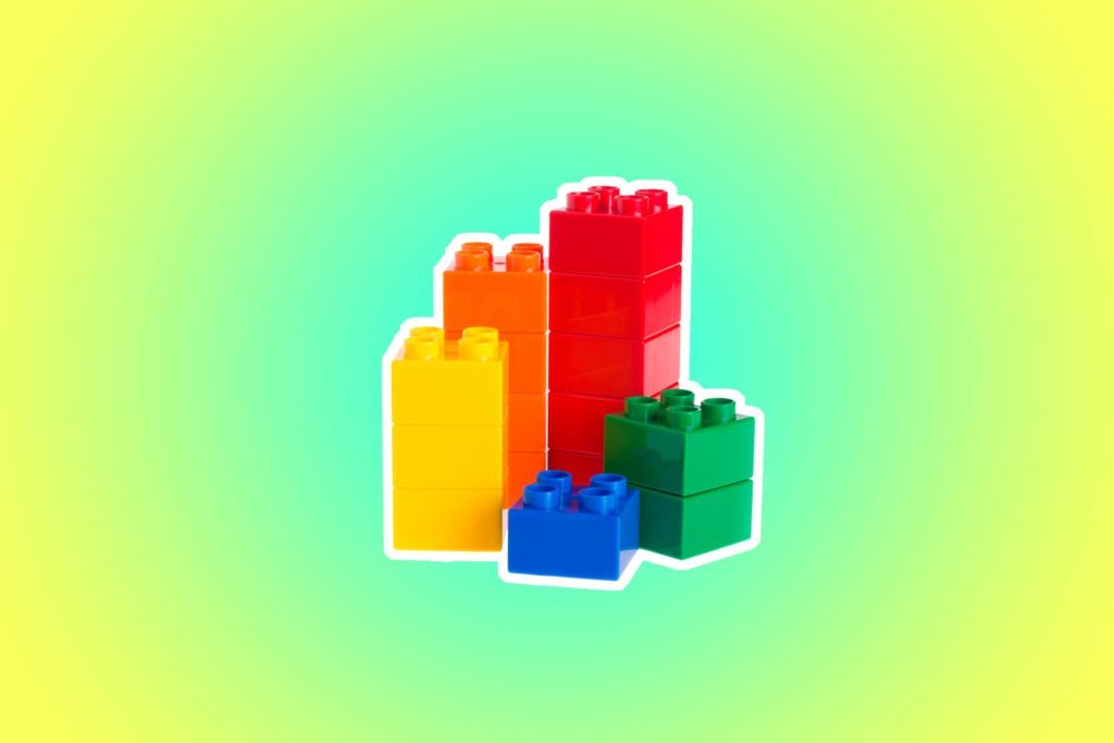10-legos-Mom-Bloggers-Share-the-18-Items-That-Have-Saved-the-Day-While-Traveling-with-Kids-99967337-HeinzTeh