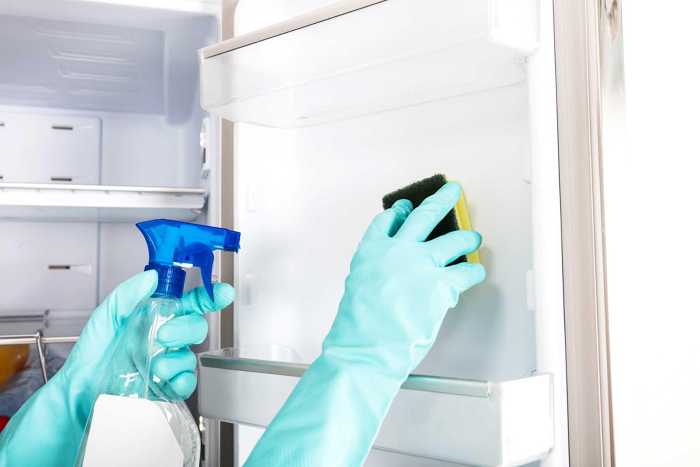 N'oubliez pas de nettoyer le réfrigérateur de la cuisine