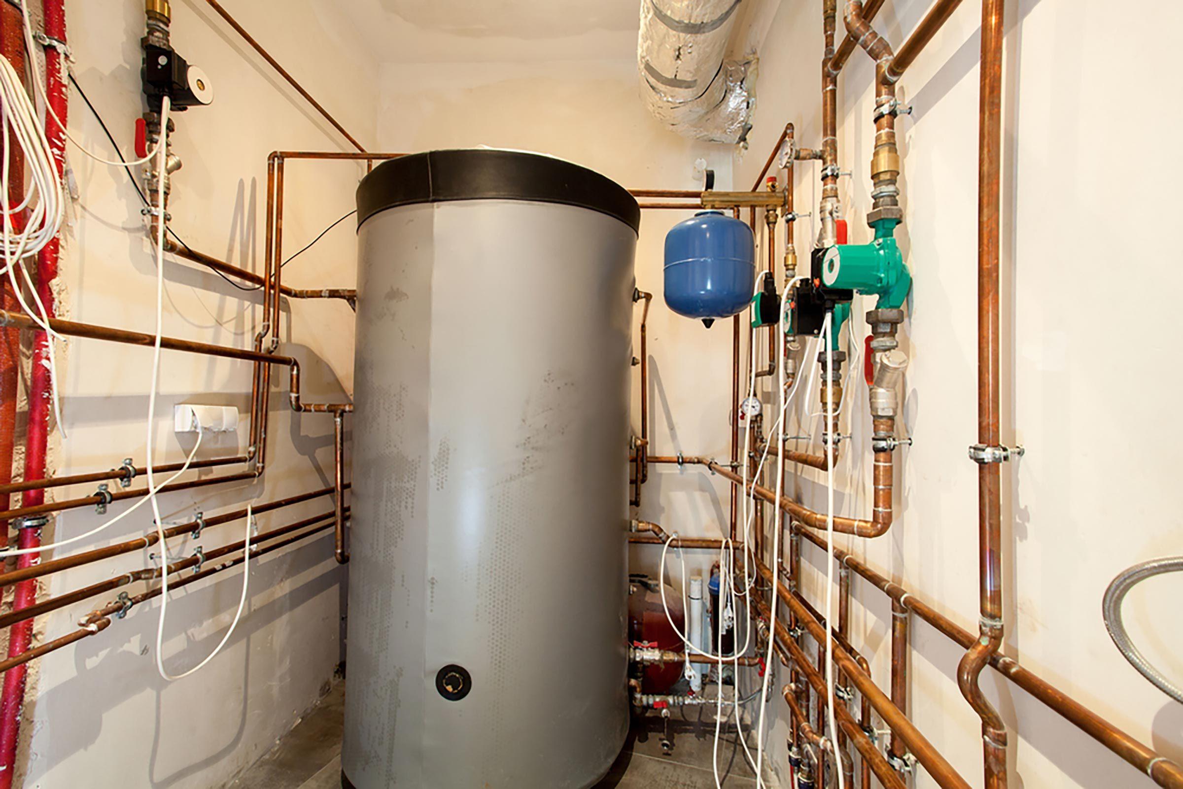 Les réservoirs à eau chaude fuient parfois du drain ou de la soupape de sécurité