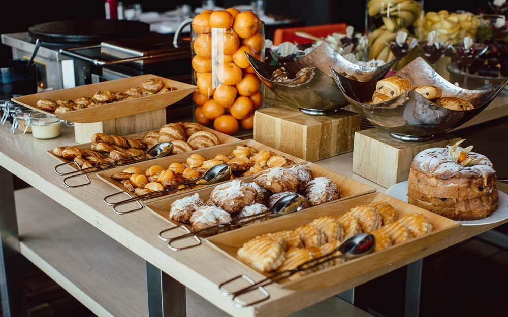 Healthy Continental Breakfast To Eat When Traveling