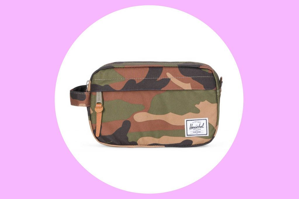 01-How-to-Pack-the-Perfect-Travel-Toiletry-Bag-via-herschel.com