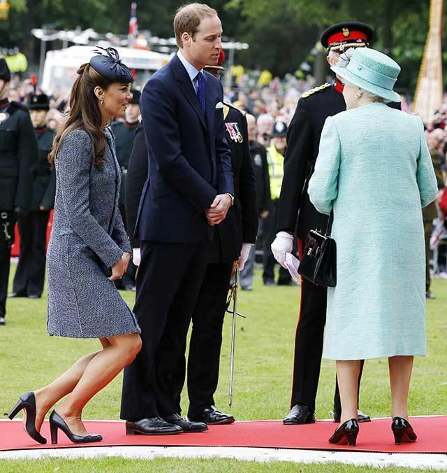 Règle d'étiquette de la famille royale: Faites une subtile révérence