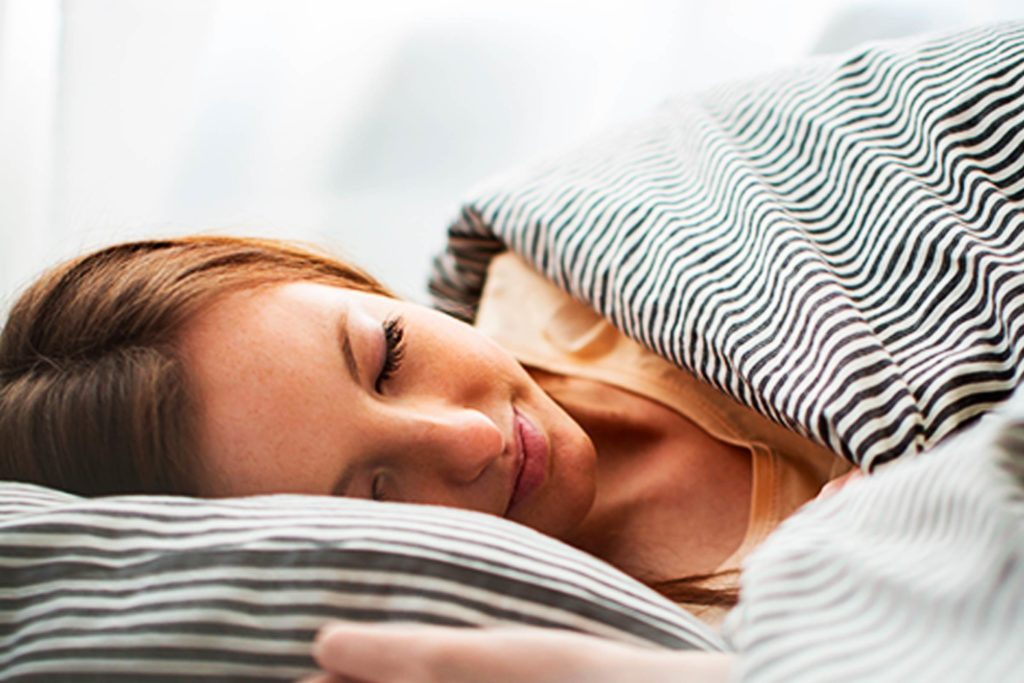 Lower-Your-Blood-Sugar-With-a-Soothing-Night-of-Sleep-Using-These-5-Bedtime-Tricks