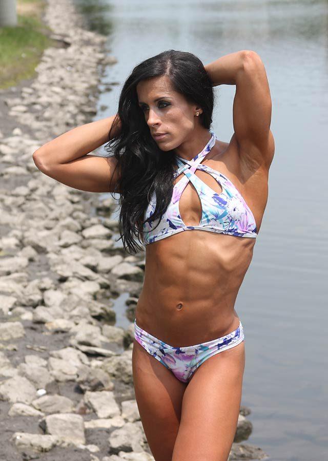 02-These-12-Empowering-Swimsuit-Pics-Prove-There-Is-No-One-Bikini-Body-Courtesy-Samantha-Smitchko