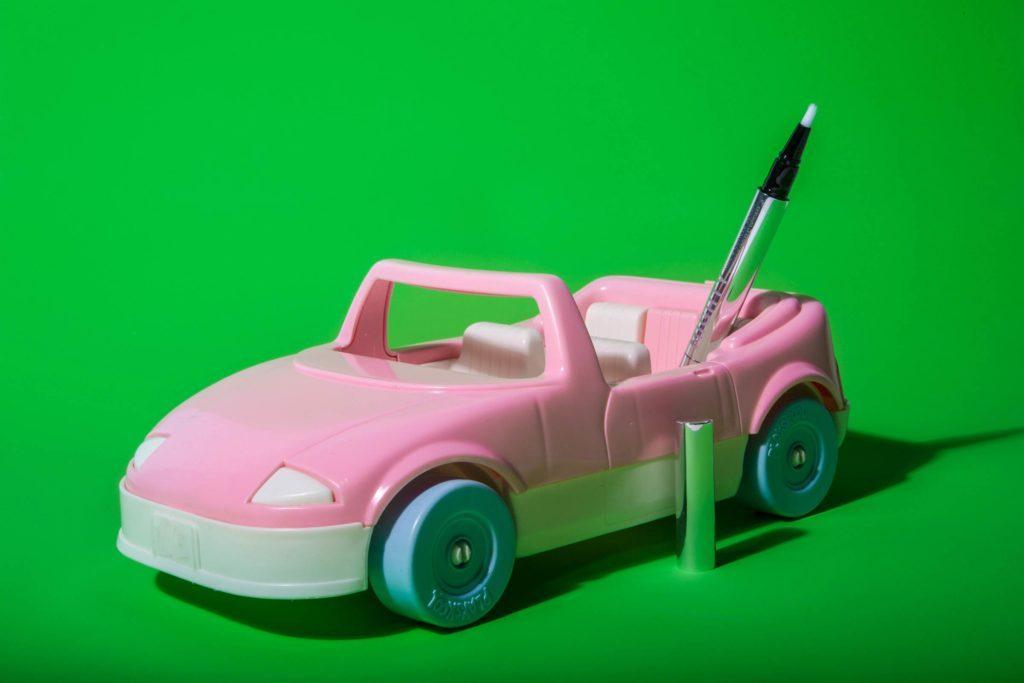 04-Makeup-Essentials-Beauty-Bloggers-Keep-in-Their-Car-Matthew-Cohenrd.com