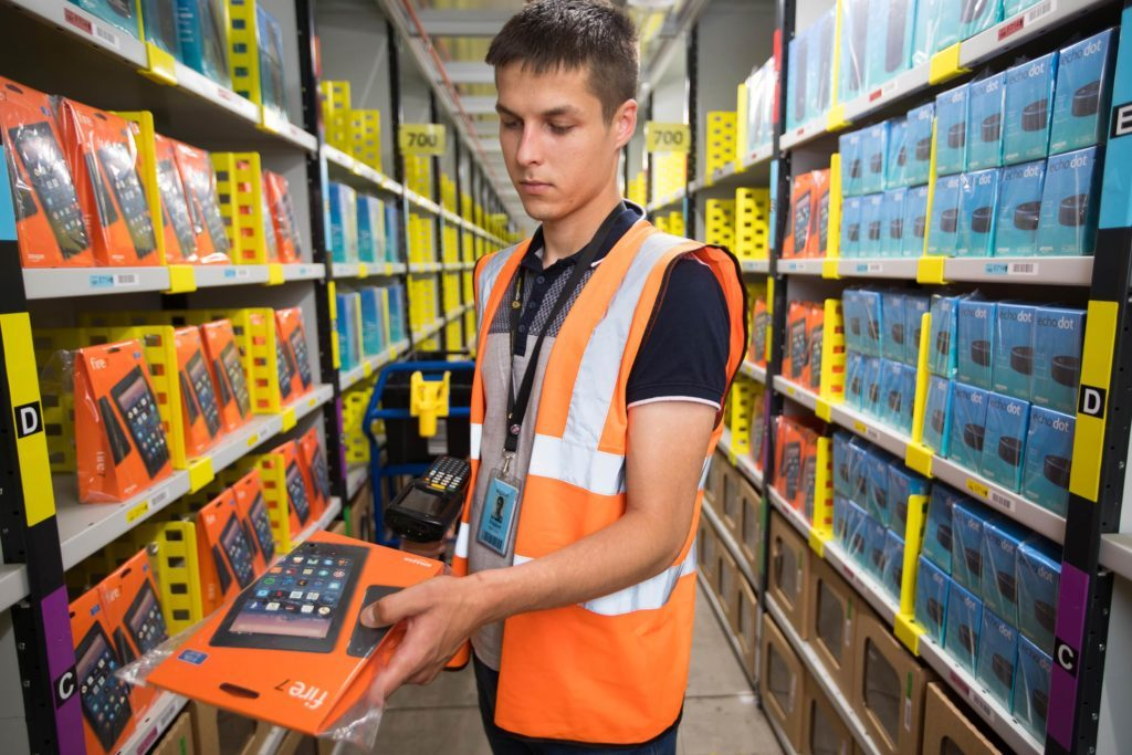 07-hunt-Little-Known-Amazon-Hacks-Every-Online-Shopper-Should-Know-EDITORIAL-8924175b-David-ParryREXShutterstock