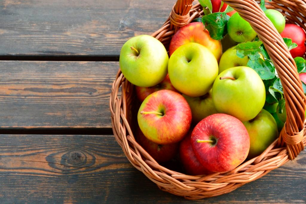 09-apples-Myths About Apple Cider Vinegar You Need to Stop Believing_443845792-PosiNote