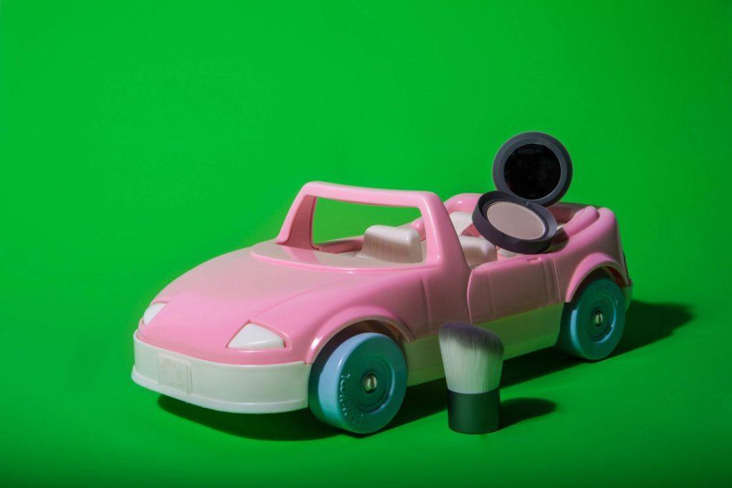 10-Makeup-Essentials-Beauty-Bloggers-Keep-in-Their-Car-Matthew-Cohenrd.com