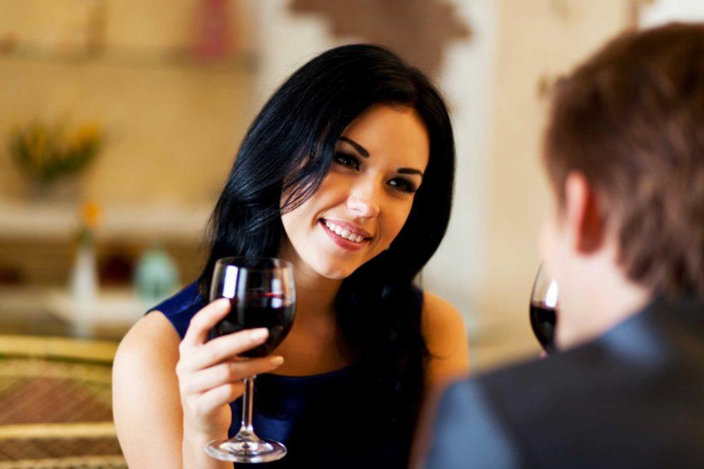 19-first-dates-Secrets-Your-Waiter-Won't-Tell-You_209973928-oStockStudio