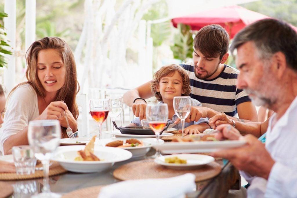 37-high-maintenance-Secrets-Your-Waiter-Won't-Tell-You_224158882