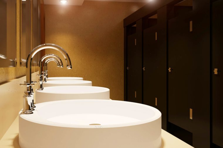 48-bathroom-Secrets-Your-Waiter-Won't-Tell-You_632670086-Dmitri_st