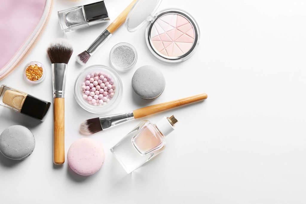 Hold-on-to-Your-Wallet!-The-Most-Popular-Makeup-Brand-in-America-May-Surprise-You-548156077-Africa-Studio
