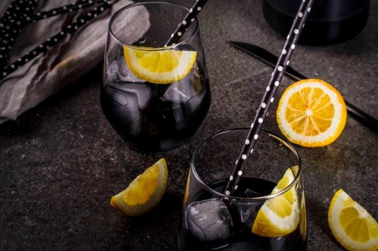 01-Is-Charcoal-Lemonade-the-new-Kale-Smoothie-Rimma-Bondarenko_656784910