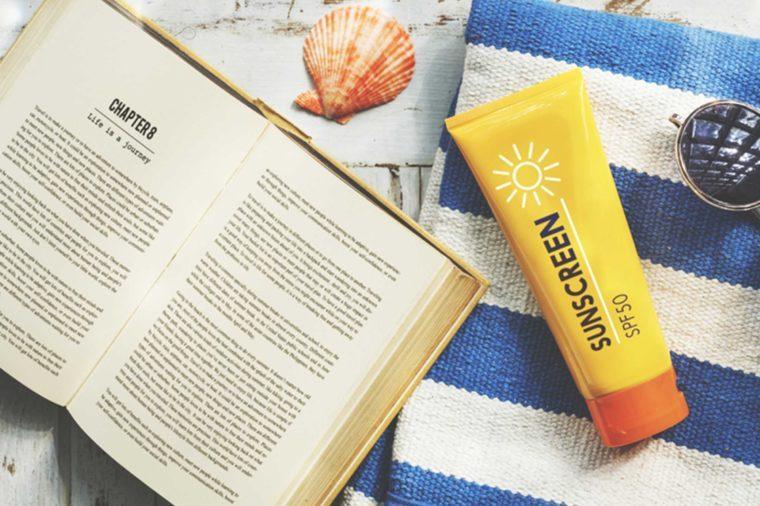 02-apply-sunscreen-Cosas-Usted-Nunca-Nunca-Hacer-a-Su-Piel, -De acuerdo a-Dermatologists_479934409-Rawpixel.com