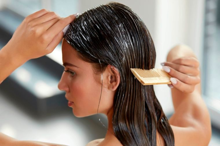 04-7 Super-Damaging Hair Combing Mistakes You Don't Even Know You're Making_534963766