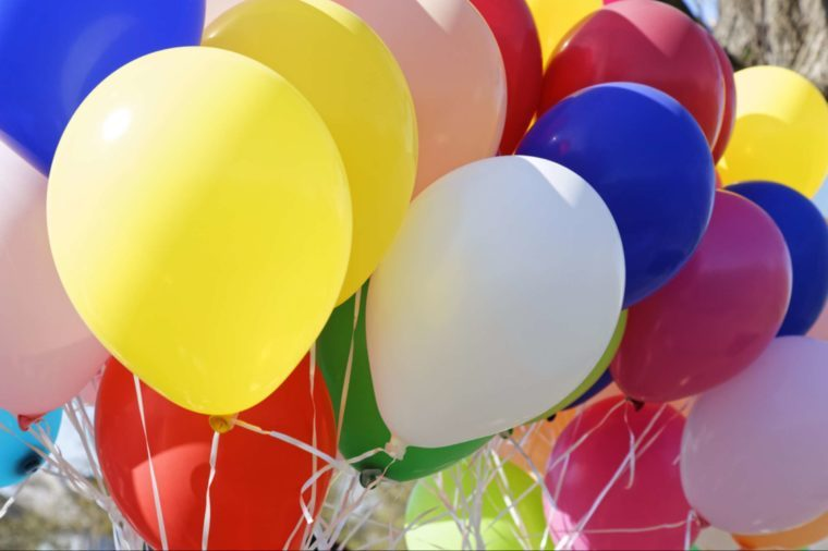 04-balloons-Adorable Ways to Make the First Day of School Special_619948250-electricmango