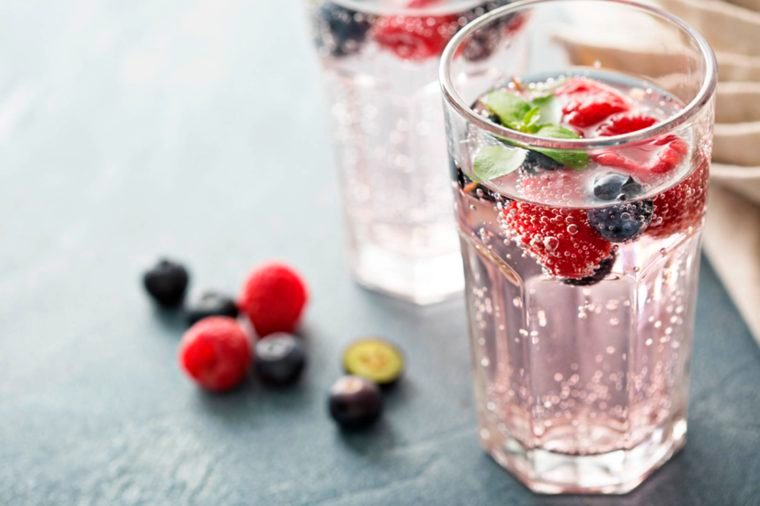 05-15 Easy Ways To Make Your Drinks Diet-Friendly_425143765
