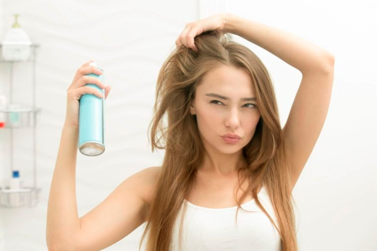 05-7 Super-Damaging Hair Combing Mistakes You Don't Even Know You're Making_511498693