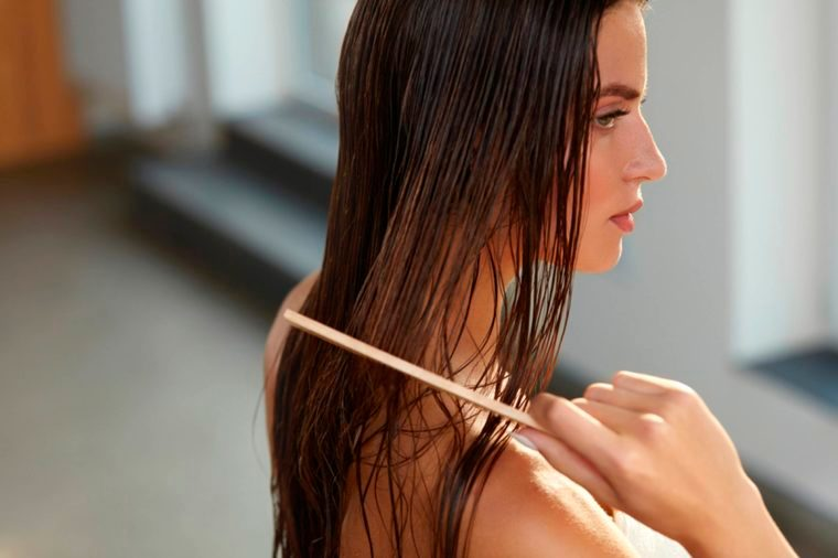 07-7 Super-Damaging Hair Combing Mistakes You Don't Even Know You're Making_534960631-(2)